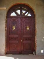 наружная металлическая двупольная арочная дверь