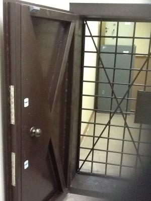 Двери в оружейные комнаты бронированные двери входные.